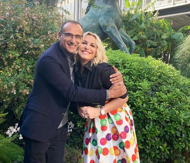 Carlo Conti, 59 anni, ha rivelato che fu Antonella Clerici a spingerlo a fare la proposta di nozze a Francesca Vaccaro con un bel 'brillozzo'