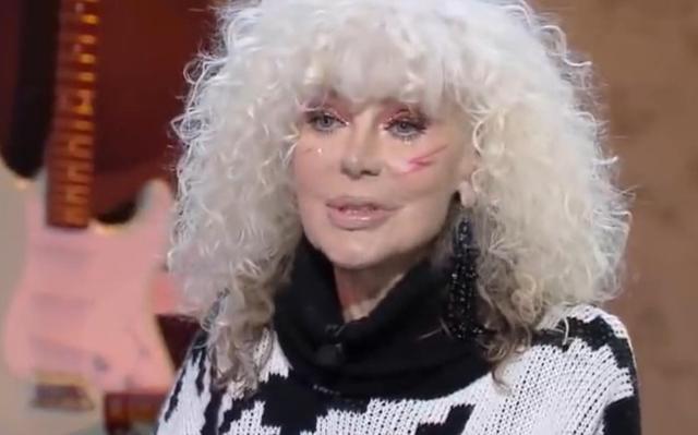 Donatella Rettore, 65 anni, ha spiegato di aver abbracciato uno stile di vita salutista dopo il tumore e di cucinare spesso le verdure al vapore