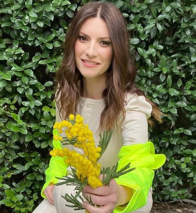 Laura Pausini, 46 anni, condurrebbe il Festival di Sanremo con Paola Cortellesi, 47