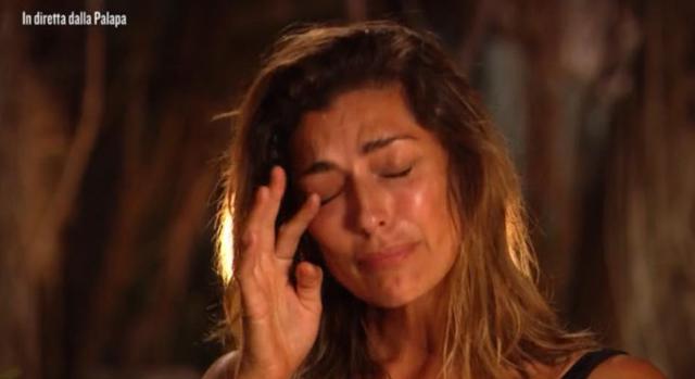 Elisa Isoardi in lacrime chiede scusa a mamma Irma: 'Sono scappata da te perché...'