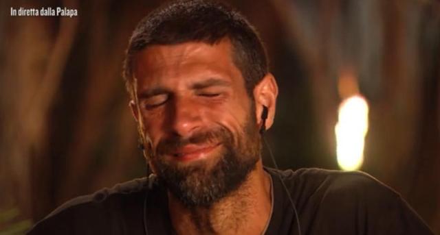 Bagno di lacrime per gli uomini dell'Isola dei Famosi: ecco perché