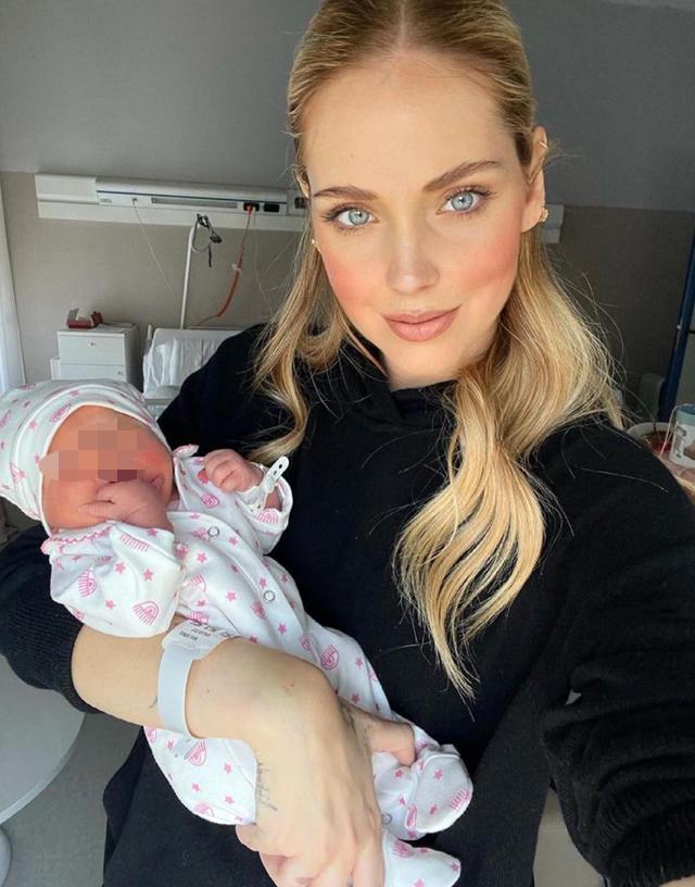 Chiara Ferragni, ecco i prezzi delle tutine del suo brand che indossa la figlia neonata Vittoria