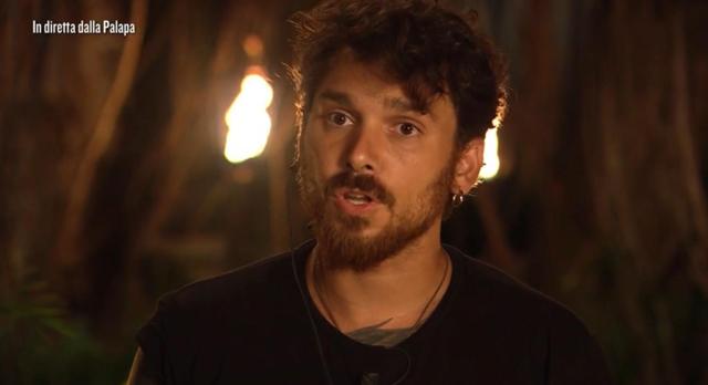 Andrea Cerioli, 31 anni, è apparso pentito di aver accettato di partecipare all'Isola dei Famosi
