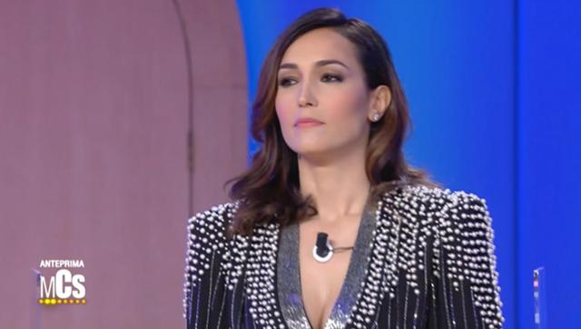 Caterina Balivo scollatissima al Maurizio Costanzo Show: 'Sono vanitosa ma fedele'