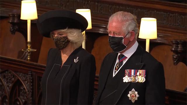Carlo e Camilla, futuri re e regina dopo la morte di Elisabetta, durante la cerimonia
