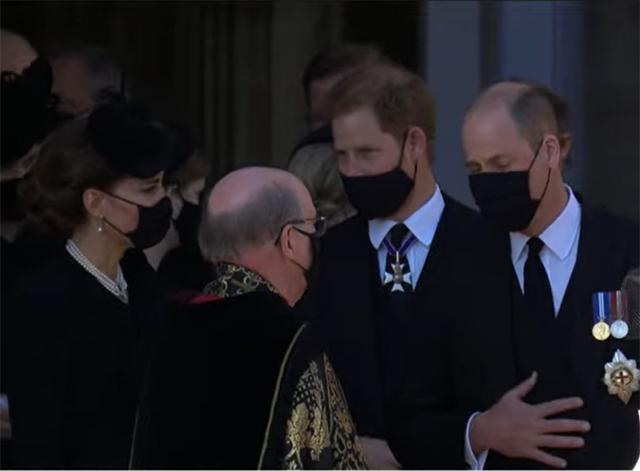 Harry, William e Kate dopo il funerale