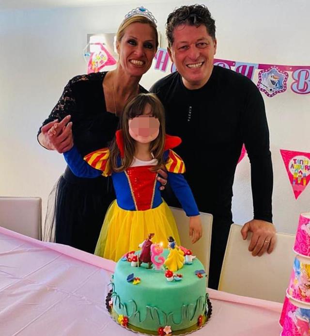 Annalisa con il secondo marito Michele e loro figlia Elena Francesca