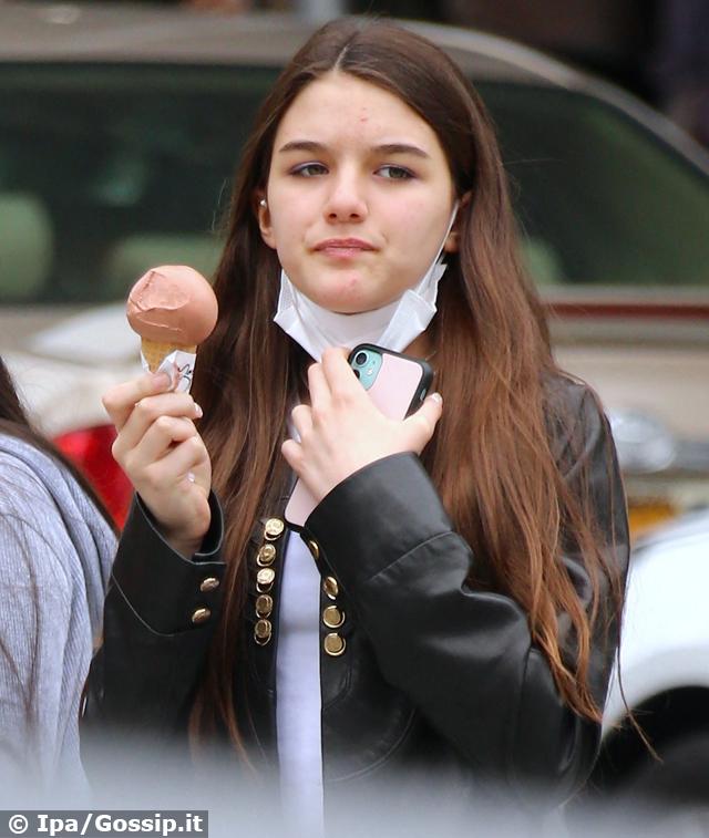 La figlia di Tom Cruise e Katie Holmes è davvero molto cresciuta