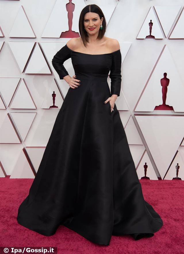 Laura Pausini in nero sul red carpet degli Oscar: 'E' stato un sogno'