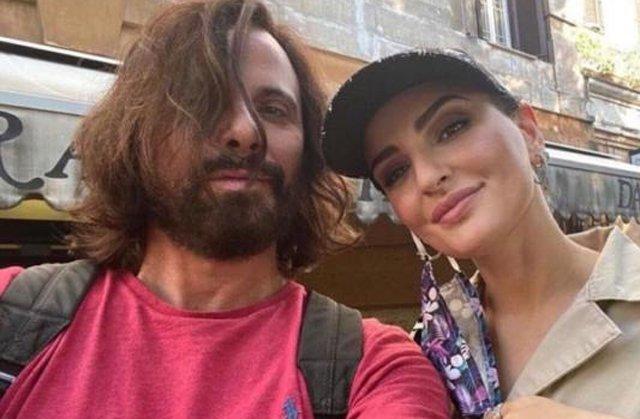 Arisa, 38 anni, insieme al fidanzato Andrea Di Carlo: la cantante ha raccontato che prima di lei, lui ha avuto una lunga relazione con un ragazzo