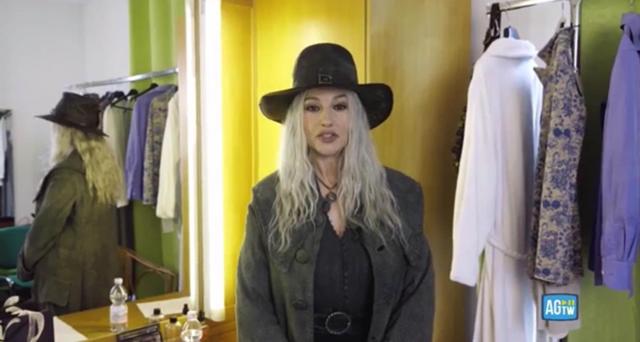 Monica Bellucci stravolge il suo look: è bionda. Guarda