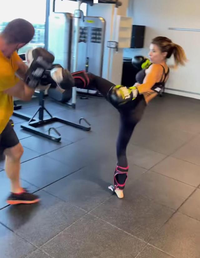 Elisabetta Canalis, dito del piede rotto per l'allenamento 'violento': ecco come sta