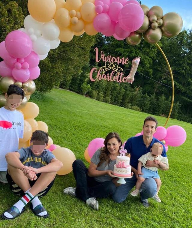 Alena Seredova festeggia il primo anno di Vivienne Charlotte con un party in famiglia: foto