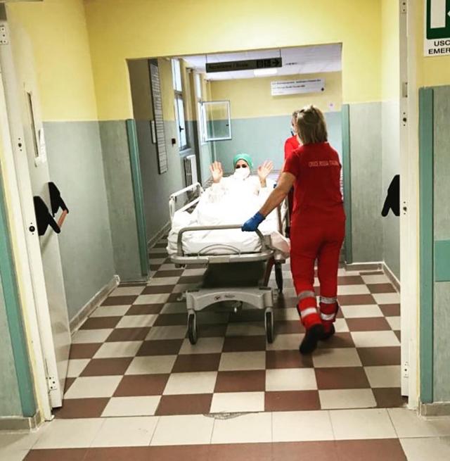 La fidanzata di Stefano Bettarini, Nicoletta Larini, ricoverata in ospedale: ecco come sta ora