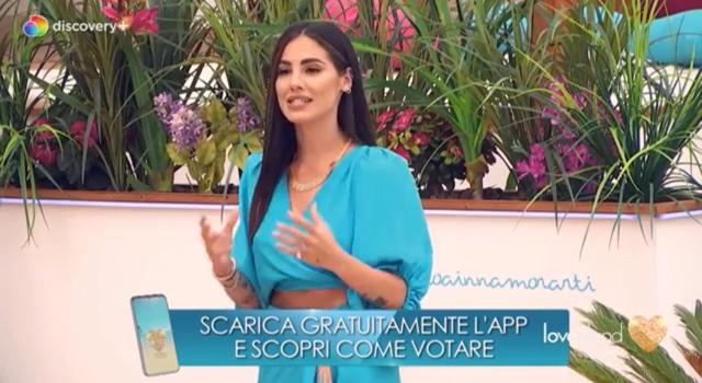 Giulia De Lellis, debutto convincente alla conduzione di Love Island: ecco i consigli che le ha dato Maria De Filippi