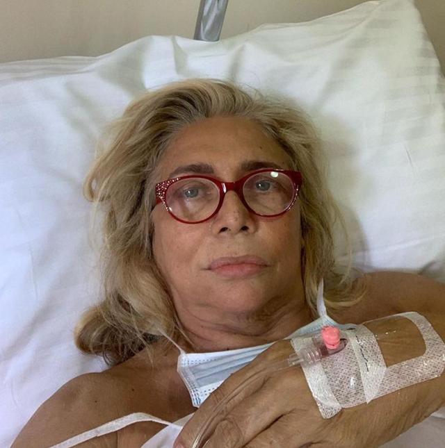Mara Venier, 70 anni, sta vivendo un vero e proprio incubo dopo che l'installazione di un impianto dal dentista sembra essere andata storta