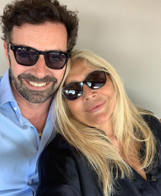 Mara Venier in lenta ripresa dopo i giorni drammatici: la conduttrice esce a pranzo con Alberto Matano