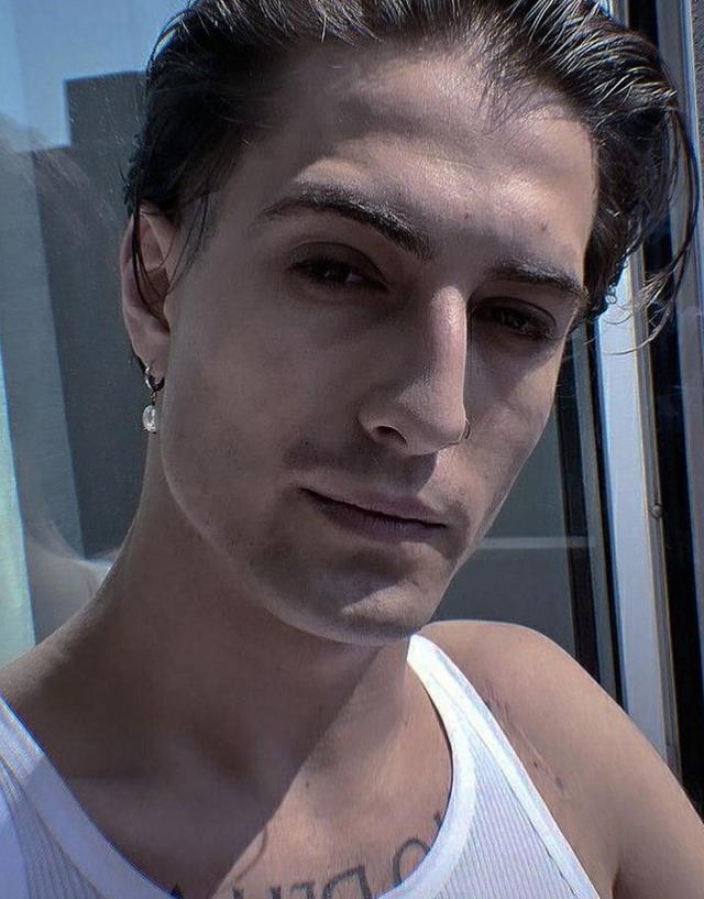 Damiano David, 22 anni, secondo i suoi compagni di band 'beve a malapena la birra e va a letto alle 23 con la camomilla'