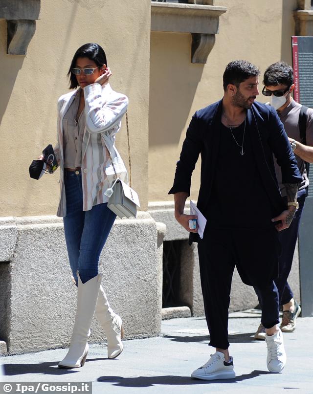 Andrea Iannone con la nuova presunta fidanzata Carmen Rodriguez a Milano: foto