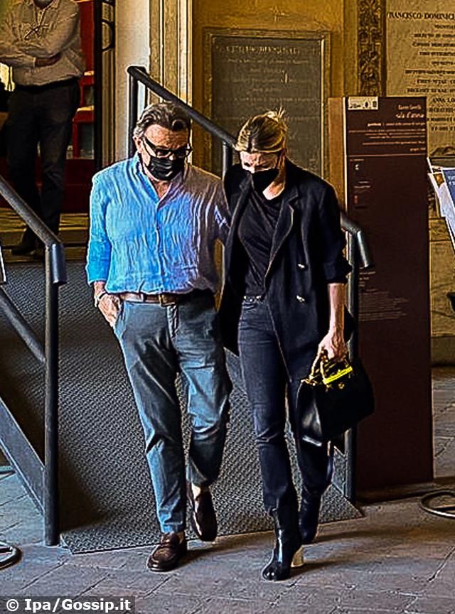 Emma Marrone devastata dal dolore alla camera ardente di Michele Merlo: foto
