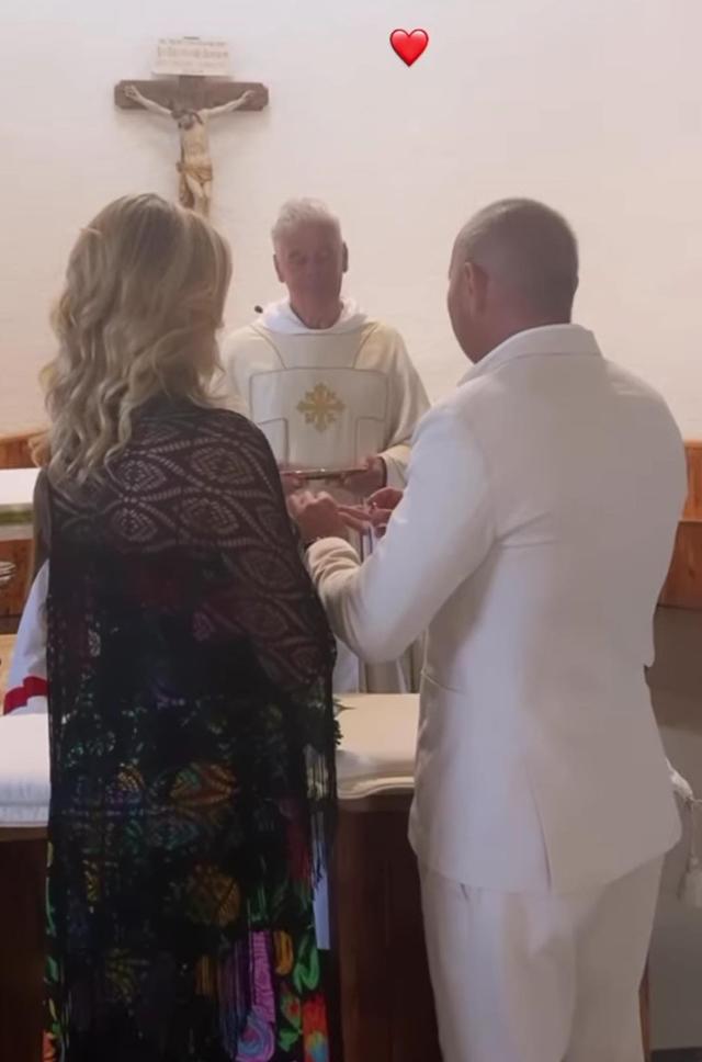 Sinisa Mihajlovic e la moglie Arianna, scambio dei voti e festa per i 25 anni di matrimonio: foto