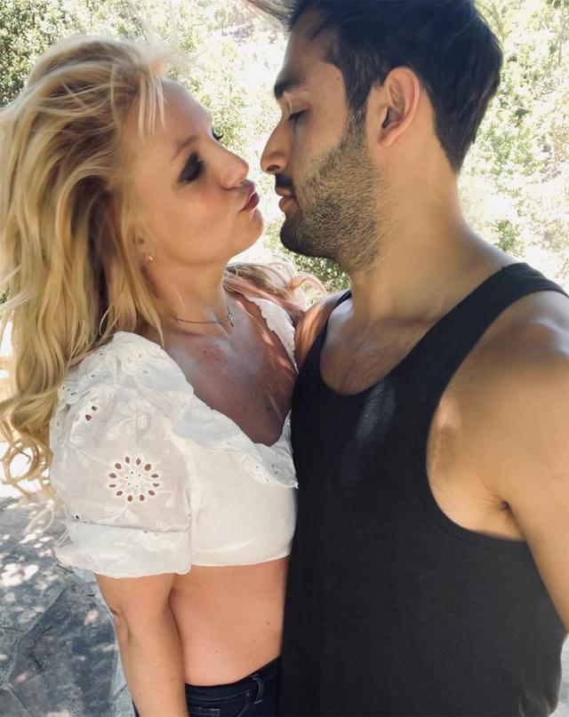 Britney insieme al fidanzato di origini iraniane Sam Asghari, 27 anni, personal trainer