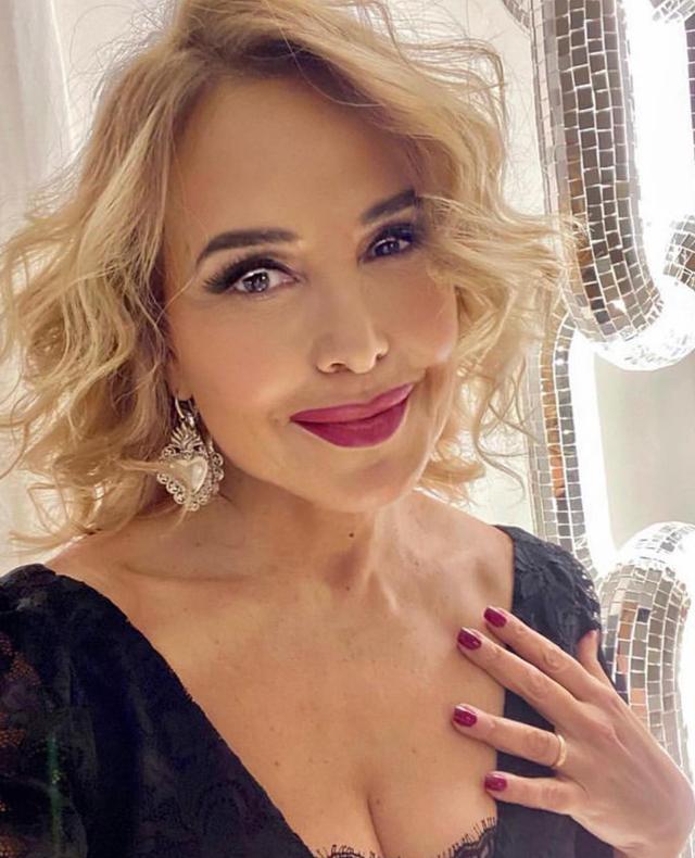 Ufficiale: Barbara D'Urso resta senza lo show della domenica e 'Live', Mediaset li cancella
