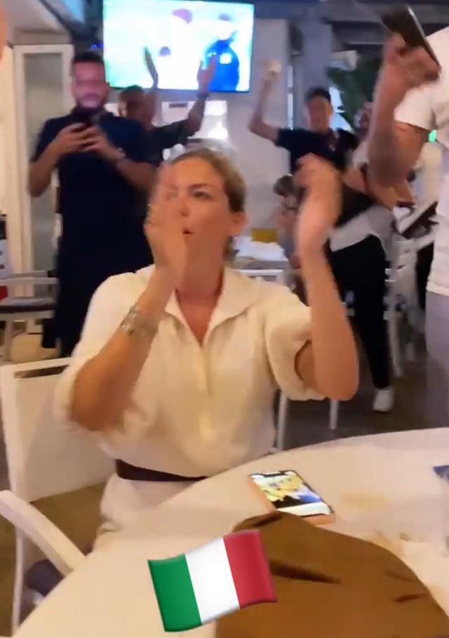 Federica Nargi e Costanza Caracciolo, reunion tra veline per la Nazionale a Formentera: foto