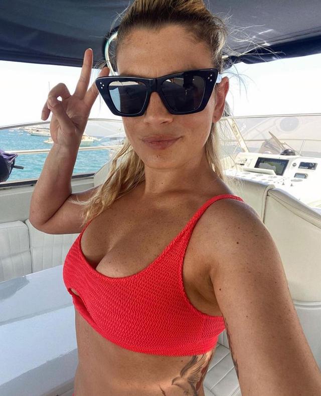 Emma Marrone al mare orgogliosa del suo bikini 'imperfetto': foto