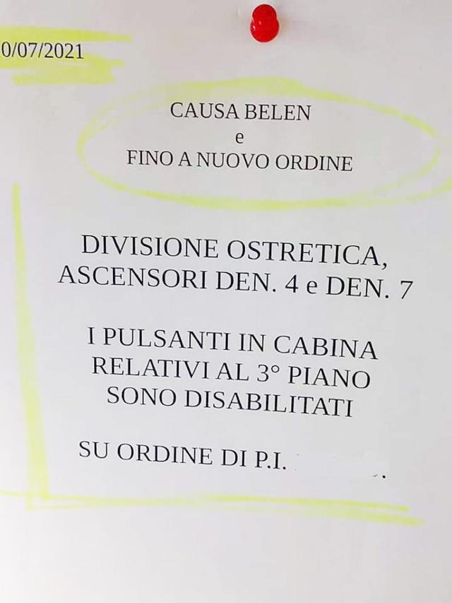 L'avviso che sarebbe stato apposto vicino agli ascensori dell'ospedale di Padova e che sta facendo il giro del web