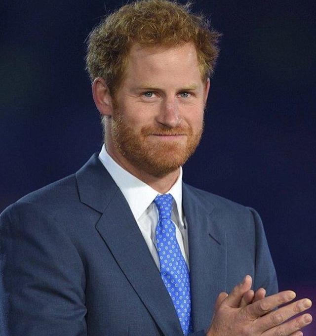 Il Principe Harry, 36 anni, ha annunciato l'uscita nel 2022 del suo libro di memorie, in cui racconterà ''tutta la verità''