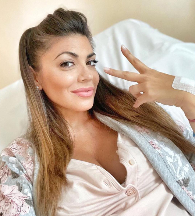 Flora Canto, 38 anni, già bellissima con 'un filo di trucco' a sole 24 ore dal parto del secondogenito Niccolò