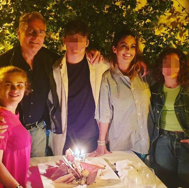 Sonia insieme a Paolo, 60 anni, e ai loro figli: Silvia, Adele e Davide