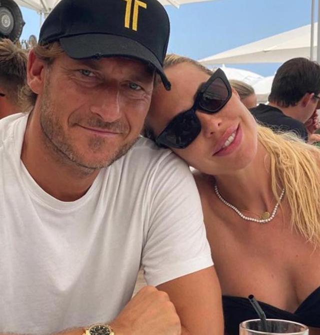 Ilary insieme al marito Francesco Totti, 44 anni: è per lui che ha deciso di lasciare la tv per un lungo periodo