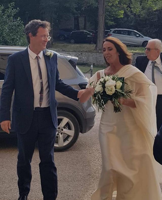 La giornalista di La7 Alessandra Sardoni si è sposata, Enrico Mentana lo annuncia sul social: foto
