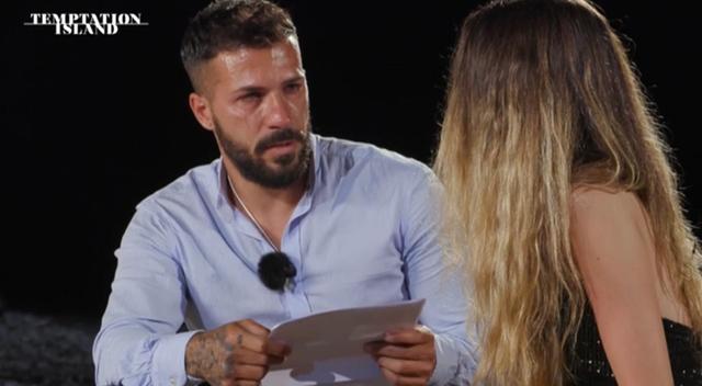 Temptation Island: Federico distrutto e in lacrime implora Floriana, lei decide di...