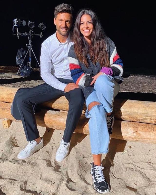 Filippo Bisciglia e Pamela Camassa festeggiano il successo di Temptation Island, che fa il 27,4% di share, davanti al falò