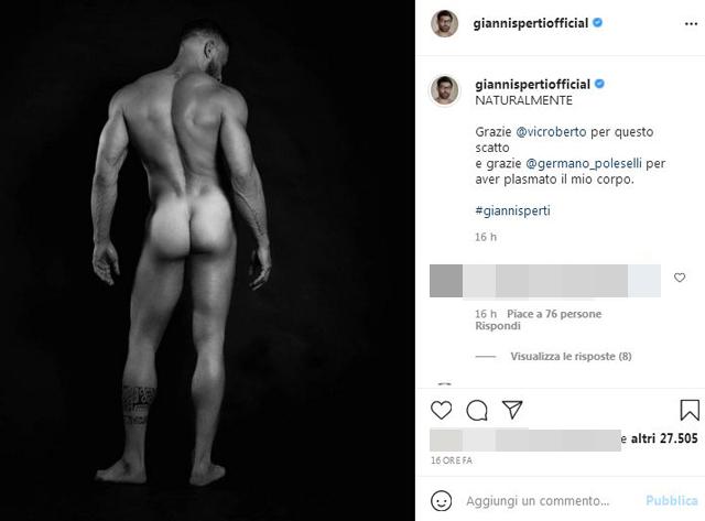 Gianni Sperti mostra il suo lato B di marmo: foto senza censura