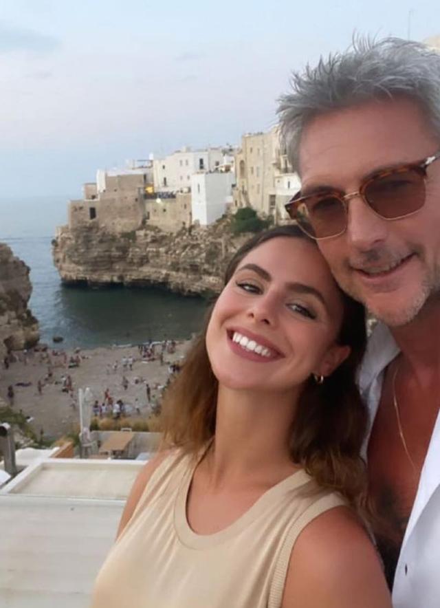 Roberto Farnesi, 52 anni, sta per diventare padre di una bambina, la compagna Lucya Belcastro, 27 anni, è incinta