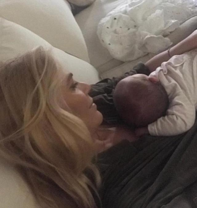 Eleonora Daniele, 45 anni, ha raccontato della sua forte emozione quando la figlia Carlotta, che ha poco più di 1 anno, l'ha chiamata 'mamma' per la prima volta