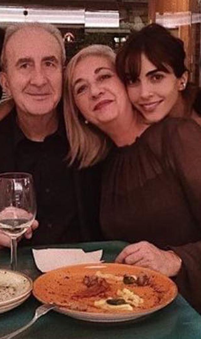 Rocio Munoz Morales, 33 anni, insieme ai genitori Maria Pilar e Manuel