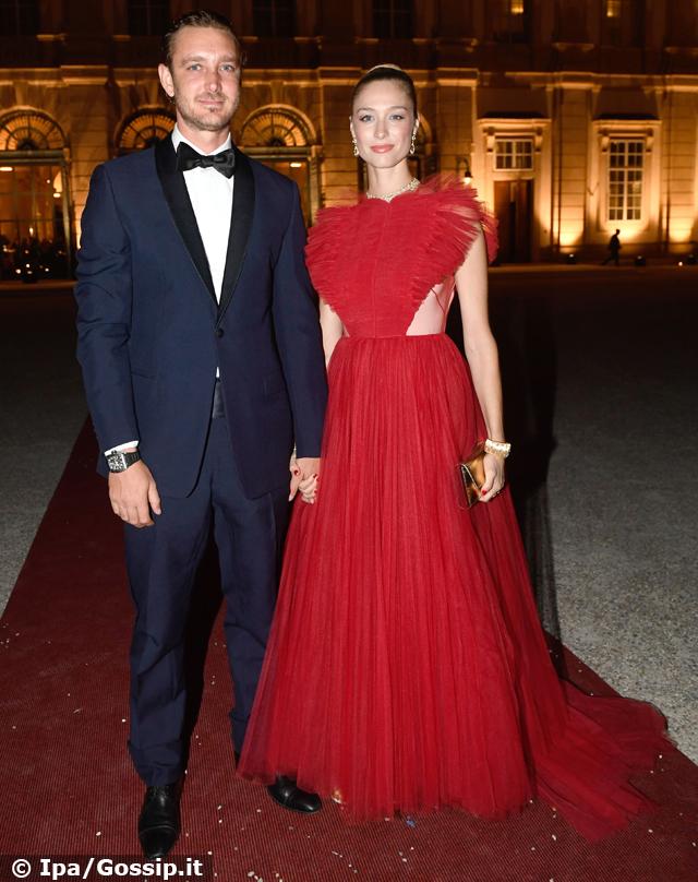 Beatrice Borromeo e Pierre Casiraghi, coppia innamorata al royal wedding: foto