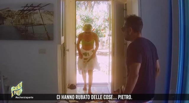 Antonella Elia a Scherzi a Parte rivela particolari a luci rosse della sua intimità con Pietro delle Piane