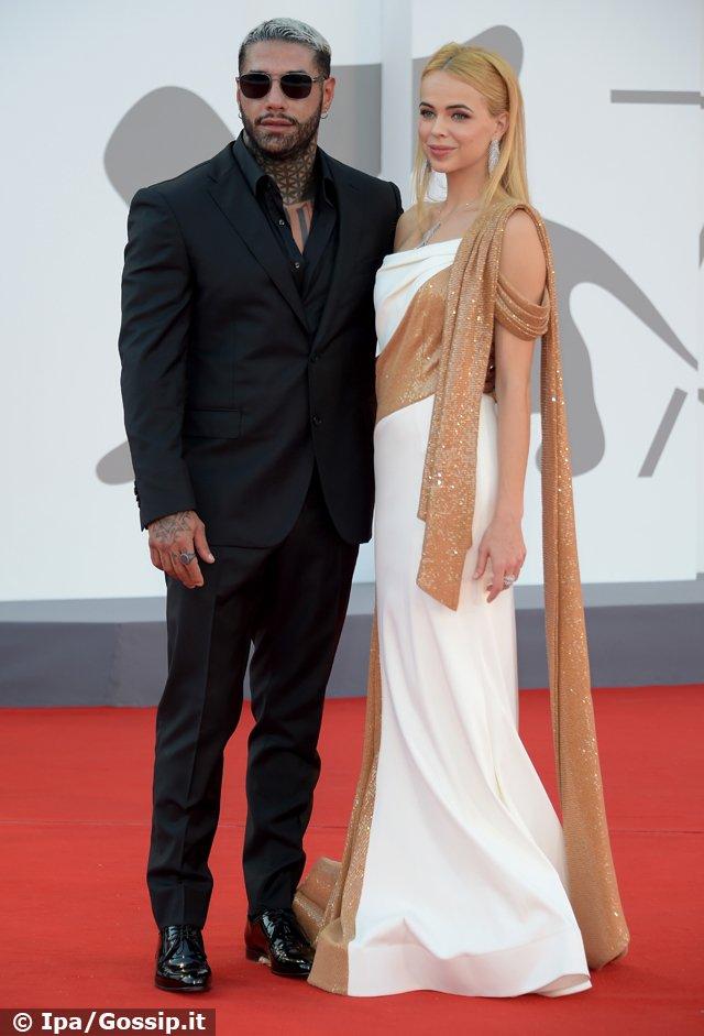 Drusilla insieme al fidanzato Francesco Chiofalo, 32 anni, sul red carpet in occasione dell'ultimo Festival di Venezia