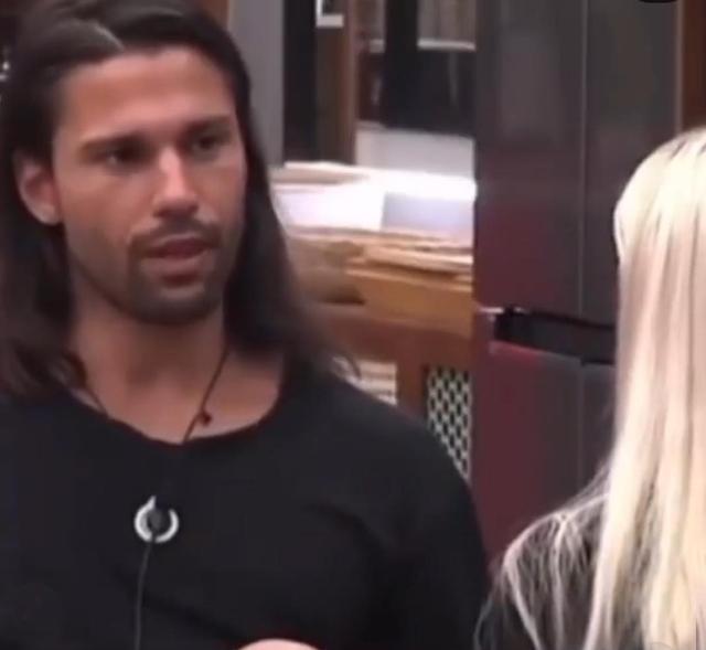 Luca Onestini, 28 anni, nel reality spagnolo Secret Story parla dei motivi che hanno portato alla rottura con Ivana Mrazova dopo 4 anni d'amore
