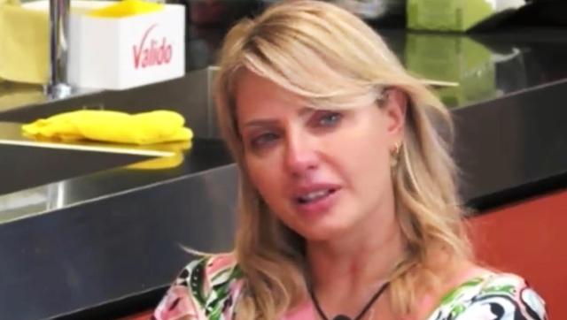 Manila Nazzaro al GF Vip piange pensando al bambino perso con Lorenzo Amoruso