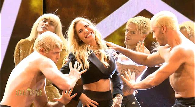 Ilary Blasi, vera star della sua nuova trasmissione, balla un coreografia e si diverte: guarda