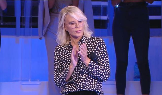 Amici: Maria De Filippi commossa dal toccante omaggio a Michele Merlo