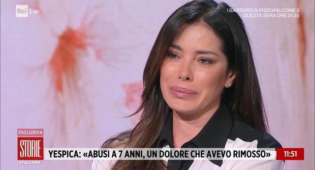Aida Yespica, pianto disperato in tv: 'Stuprata a 7 anni, non riesco più ad avere un rapporto sessuale normale'