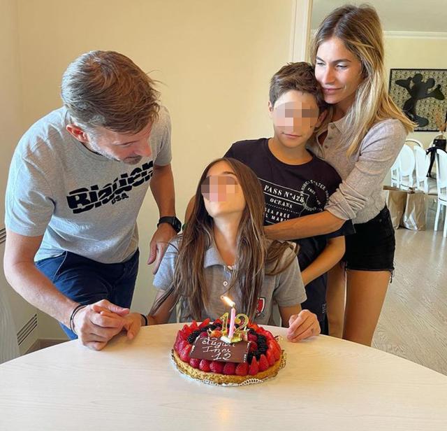 Max Biaggi ed Eleonora Pedron insieme per il bene dei figli: reunion familiare al compleanno di Inès